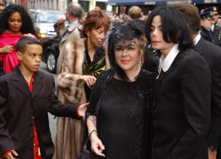 Singers Michael Jackson R And Diana Ross L Arrive With Actress Elizabeth Taylor C For The Wedding Of Liza Minnelli To David Gest At Marble
